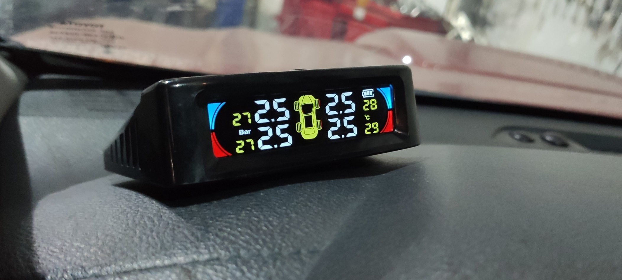 Lắp cảm biến áp suất lốp cho xe Toyota Hilux