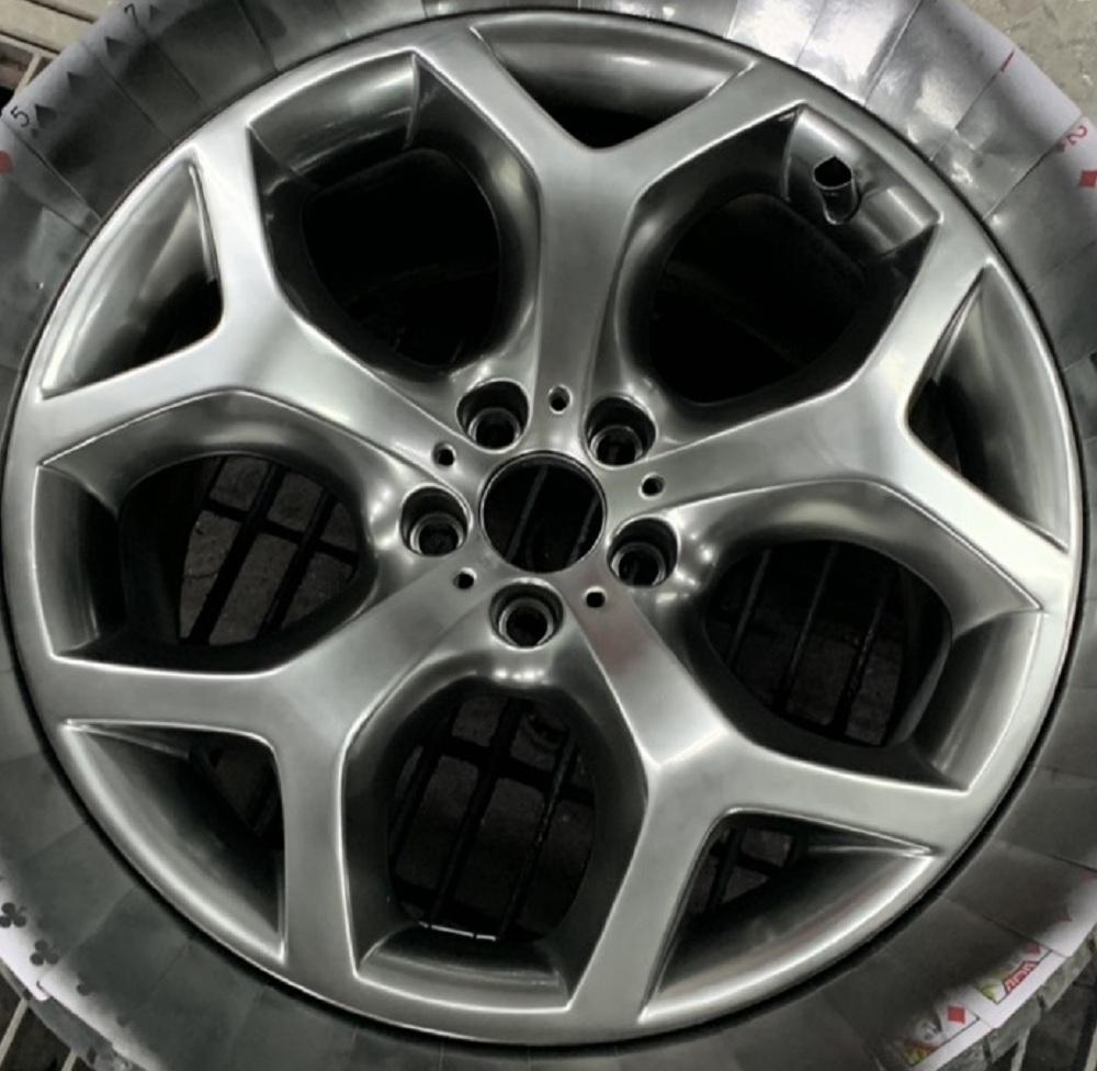 Sơn lazang - mâm xe màu titan ánh thép cho xe BMW X6