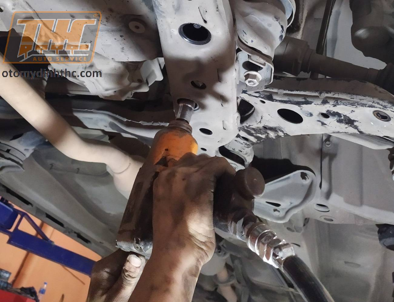 thay-cao-su-cang-A-xe-toyota-camry-9