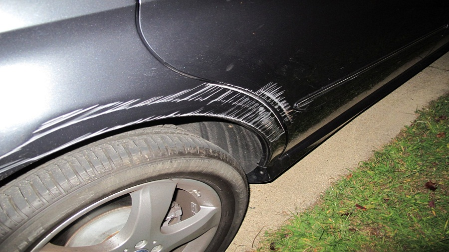 Tư vấn khách hàng sơn xe Mercedes GLC300